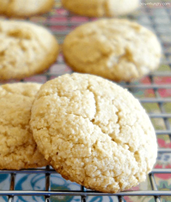 3-ingredient almond flour cookies that are vegan, paleo and keto