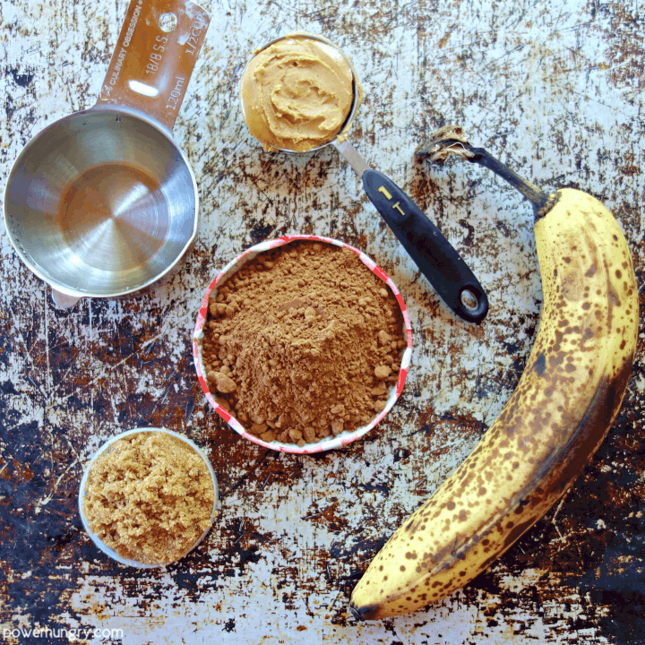 Ingredietns for healthy chocolate banana oat cookies